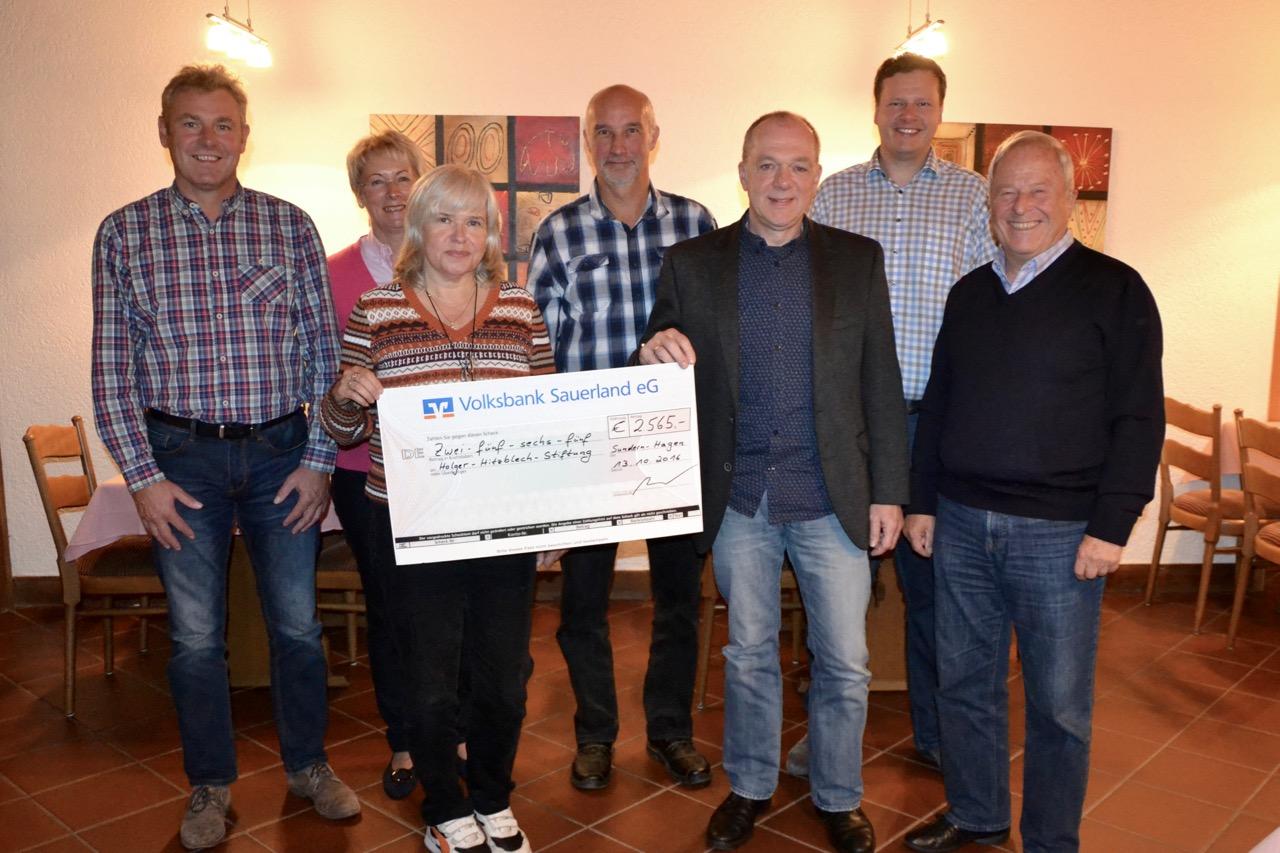 Spendenübergabe An Die Holger Hitzblech-Stiftung